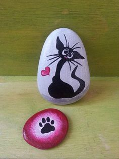 Hand painted cat stone cute black cat painting cat paw taş b Pebble Painting, Pebble Art, Stone Painting, Painted Rocks Craft, Hand Painted Rocks, Stone Crafts, Rock Crafts, Black Cat Painting, Cute Black Cats
