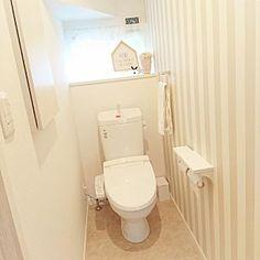 女性で、4LDKの、Bathroom/ニトリ/ローコストハウス/ナチュラルモダン/サンゲツ壁紙/ストライプの壁紙/階段下トイレ/LIXILトイレについてのインテリア実例。 「新築祝で頂いたタオル...」 (2017-09-24 04:53:44に共有されました) Toilet, Bathroom, Home, Decoration, Washroom, Decor, Flush Toilet, Full Bath, Ad Home