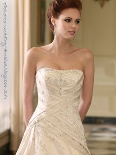 love the details of this wedding dress
