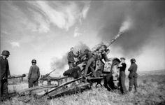 Russland-Süd schweres Geschütz feuernd