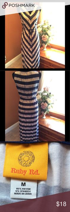 💕NWOT Sleeveless Tie Waist Maxi Dress💕 NWOT blue and white Maxi dress. This dress has a tie at the waist that is adjustable so that you can make it fit just the way that YOU like it. The sleeveless super soft material is cool for these hot summer days!☀️The stripes in front help make you look slender and tall while you can wear sandals or wedges with this dress. The keyhole at the neckline dresses this up nicely. Gorgeous dress for the price! Especially if you're like me and comfort means…