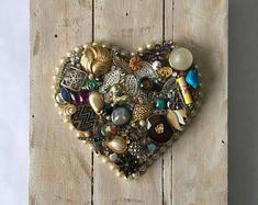 Vintage jewelry art framed vintage jewelry art pictures framed jewelry art decor jewelry Christmas t Vintage Jewelry Crafts, Recycled Jewelry, Diy Jewelry Making, Jewelry Making Supplies, Heart Jewelry, Jewelry Art, Jewelry Christmas Tree, Christmas Decor, Jewelry Frames