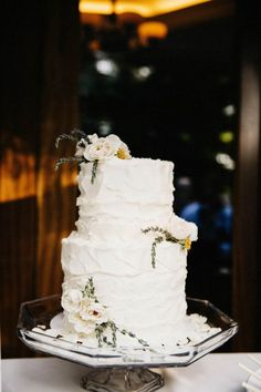 Understated white wedding cake | Cami Jane Photography