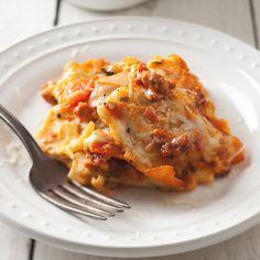 Ravioli Lasagna - Fresh spinach ravioli are a clever shortcut for making lasagna: Each ravioli is already a mini layer of pasta, cheese and vegetable. Spinach Ravioli, Ravioli Lasagna, Cheese Lasagna, Pasta Cheese, Lasagna Food, Lasagna Recipes, Sausage Lasagna, Cheese Ravioli, Baked Pasta Dishes