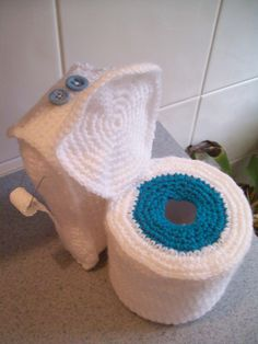 Oh My! ... Barbie's Toilet, Toilet Paper Topper: free pattern