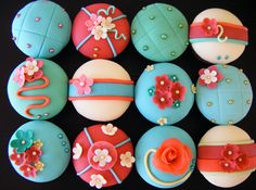 Cupcake Design, 40 Must See Cupcake Designs. Inspiration, creative design ideas, and themes for cupcakes and baking. Cupcakes Bonitos, Cupcakes Lindos, Cupcakes Flores, Flower Cupcakes, Coral Cupcakes, Themed Cupcakes, Fondant Cupcakes, Fondant Toppers, Baking Cupcakes