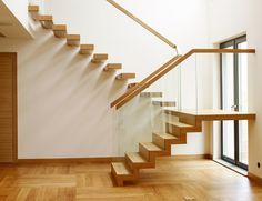 Kragarmtreppe in Eiche mit einem ersten Lauf als Faltwerk New Staircase, Staircase Design, Glass Stair Balustrade, U Shaped Stairs, Glass Stairs, Modern Stairs, House Design, Architecture, Arquitetura