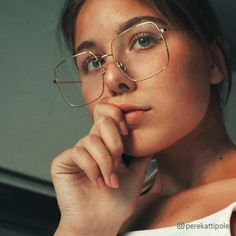 Sterre eyeglasses in Gold Color for women and men Shop Eyeglasses Sunglasses Online Rx Glasses TIJN Eyewear Round Lens Sunglasses, Flat Top Sunglasses, Cute Sunglasses, Sunglasses Online, Sunglasses Women, Glasses Frames Trendy, Fake Glasses, Girls With Glasses, Round Gold Frame Glasses