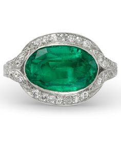 Art Deco Emerald and Diamond Ring, circa 1925. #ArtDeco #ring