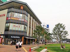 2014年8月26日(火)おはようございます。昨日は、姫路駅北口から「兵庫県旅券事務所 ・姫路出張所」まで散歩。新しいパスポートの申請に行ってきました。緑が広がる駅前、多くの人が腰掛けて話をしたり、子供たちが地下に設けられた川で遊ぶ姿が見られました。こういう場所が加古川駅前にもあったら良いな~なんて、ちょっと羨ましく感じた25日の夕方でした。開発が進むにつれ、子供たちの居場所が減っていく加古川駅前。昔はもっと魅力と活気があったのになぁ...そういう時代だったんでしょうけど(^^;  それでは、今日も皆様にとって良い1日になりますように☆ 【加古川・藤井質店】http://www.pawn-fujii.jp/
