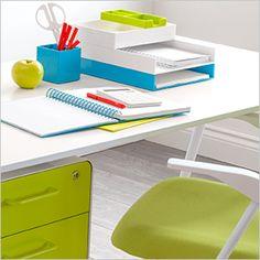 A Sy Looking Desk Set