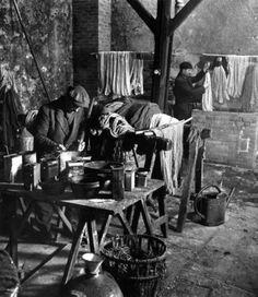 Robert Doisneau - Tapestry //  Aubusson, les teintures 1945