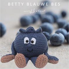Betty blauwe bes - haakpatroon Vitamini - gratishaakpatroon - haken - fruit - mrshooked - gehaakt fruit