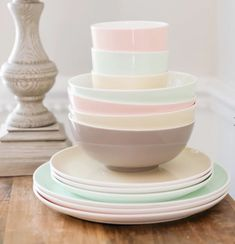 10 Beautiful & Bold Dinnerware Sets for Your Summer Table | LC Living Green Opal, Mint Green, Dinnerware Inspiration, Table Set Up, White Dishes, Dinnerware Sets, Dining Room Table, Rustic Style, Tableware