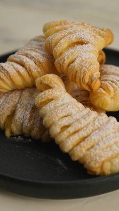 Baking Recipes, Dessert Recipes, Baking Tips, Recipes Dinner, Puff Pastry Recipes, Puff Pastries, Puff Pastry Desserts, Italian Pastries, Tasty