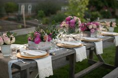 Another shot of the worn table with those lovely centerpieces... and eyelet napkins (=