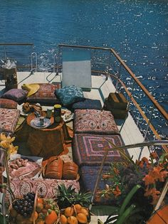 "Houseboat luxury on the sun deck: ""Houseboating with the Tunney's"", photos b… Une péniche de luxe sur la terrasse ensoleillée: … Summer Aesthetic, Travel Aesthetic, Aesthetic Fashion, Retro, Dream Life, Wall Collage, The Places Youll Go, Summer Vibes, Floor Pillows"