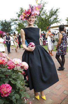Winner of Melbourne Cup Fashion in the Field Emily Hunter in a dress made by her mother. Kentucky Derby Outfit, Derby Attire, Kentucky Derby Fashion, Race Day Fashion, Races Fashion, Look Fashion, Fashion Outfits, Derby Day Fashion, Yoga Outfits