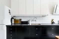 Today I love - simple black kitchen