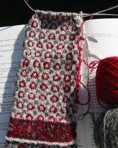 Mittens Pattern, Knitted Gloves, Knitting Socks, Hand Knitting, Knitting Charts, Knitting Stitches, Knitting Needles, Fair Isle Knitting, Stockings