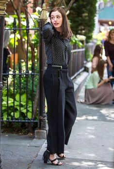 anne hathaway outfits in the intern ile ilgili görsel sonucu Anne Hathaway Films, Anne Hathaway Style, Anne Hathaway Photos, Looks Chic, Looks Style, My Style, The Intern Movie, Work Fashion, Fashion Outfits