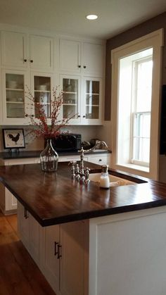 Love this idea,  extended overhang in the countertop for eating !