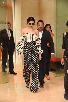15 times Deepika Padukone proved her fashion is beyond ambitious Bollywood Girls, Bollywood Celebrities, Bollywood Fashion, Celebrity Outfits, Celebrity Style, Deepika Hairstyles, Look Fashion, Indian Fashion, Dipika Padukone
