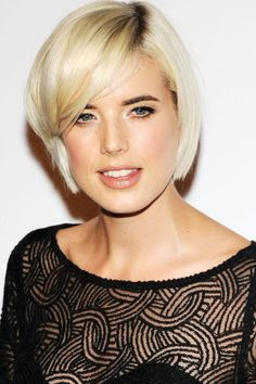 Looking for hairstyles for short hair? Short Hair Cuts, Short Hair Styles, Velcro Rollers, Agyness Deyn, Blow Dry, Hair Inspo, Shampoo, Bob, Haircut Short