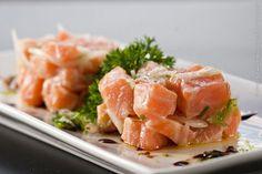 Dhaigo Restaurante (jantar)    Tartar de salmão  Lascas de salmão temperadas com cebolinha, azeite, limão siciliano e flor de sal