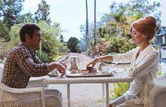 『フランス映画祭』では昨年より、クラシック部門としてクラシック作品が1作上映していますが、今年は没後30周年にあたるフランソワ・トリュフォー監督作品からカルト的人気を誇る『暗くなるまでこの恋を』上映。カトリーヌ・ドヌーヴ、ジャン=ポール・ベルモンドが行き場のない大人の男女を熱演。ドヌーヴがまとう華麗な衣装はイヴ・サンローランによるもの。- dacapo | 新世代監督からレトロスペクティブまでの12編『フランス映画祭2014』