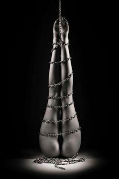artist-bondage-model-photographer-writer