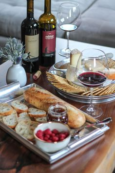 Wine and Cheese Pairings perfect for your Thanksgiving appetizers Holiday Appetizers, Appetizer Recipes, Thanksgiving Appetizers, Appetizer Ideas, Food Platters, Cheese Platters, Antipasto, Silvester Snacks, Cheese Pairings