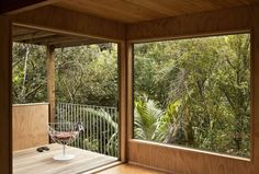The architect and designer Vaughn McQuarrie designed this summerly Palm Beach House in The house is located on a reasonably steep bush covered site. Australian Architecture, Contemporary Architecture, Interior Architecture, Palm Beach, Modern Railing, Waiheke Island, Property Design, Cozy Nook, House And Home Magazine