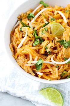 Chicken Pad Thai #Recipe #translations | http://www.pinterest.com/tipitranslation/food-glorious-food/