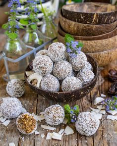 Raffaello Protein Balls - gesund & vegan - ohne Zucker - Mrs Flury Protein Snacks, Protein Ball, Vegan Snacks, Vegan Food, Power Balls, Energy Balls, New Recipes, Vegan Recipes, Standard Recipe
