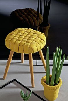 DIY Stool (using thrifter sweaters) Furniture Restoration, Diy Furniture, Furniture Buyers, Diy Home Decor, Diy And Crafts, Upholstery, Sweet Home, Creations, Diy Projects