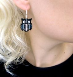Items similar to Earrings – Black Metal Owls – Silverlined Grey and Gun metal on Etsy Ohrringe Black Metal Owls Silverlined Silver von AmaltheaCph, Seed Bead Jewelry, Bead Jewellery, Seed Bead Earrings, Diy Jewelry, Beaded Jewelry, Jewelery, Jewelry Design, Jewelry Making, Beaded Bracelets