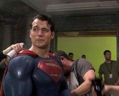 Foto dos bastidores de Batman Vs Superman!! #Superman #JusticeLeague #AlwaysHenryCavillBrasil (Créditos na imagem)