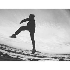 【kenzo.kevinyl】さんのInstagramをピンしています。 《get up and jump . #monochrome #blackandwhite #bw #blackandwhitephotography #seaside #beach #sea #portrait #flashmoment #stunning_shots #japan #ig_humanplus #inspirationcultmag #instagramjapan #huffpostgram #yeshuffpost #redhotchilipeppers #jumpstagram #iphonista #floating #loves_nippon #landscape_focus_on  #loveandpeace  #白黒 #モノクロ #海 #自撮り #浮遊  もう15年も経つのか... condolences to nyc🙏》