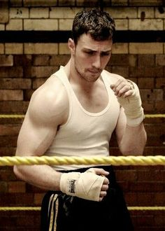 Aaron Taylor-Johnson Workout: Learn how Aaron Taylor-Johnson trained and the workout and diet he used to prepare for his roles! Aaron Johnson, Aaron Taylor Johnson Shirtless, Kathryn Prescott, Man Thing Marvel, Hollywood Cinema, Book People, Raining Men, Muscle Men, Man Crush