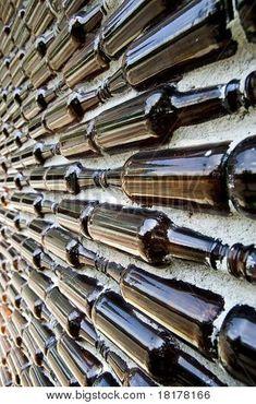 유리 병 콘크리트 벽