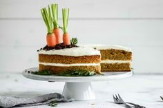 Incredibly moist carrot cake with a healthier cream cheese frosting Protein Desserts, Healthy Recipe Videos, Healthy Pasta Recipes, Healthy Cream Cheese Frosting, Overnight Oats In A Jar, Healthy Breakfast For Weight Loss, Moist Carrot Cakes, Healthy People 2020 Goals, Fruit Smoothies