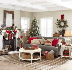 Can't get enough of that cozy farmhouse Christmas decorations? Then, its time to check out these natural christmas decor. Farmhouse Christmas Decor, Country Christmas, Christmas Home, White Christmas, Christmas Crafts, Coffee Table Christmas Decor, Simple Christmas, Christmas Design, Vintage Christmas