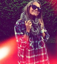 3521ec56f196 22 Stylish Plaid Clothing Trends for Fall Winter
