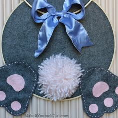 56 Gorgeous DIY Easter Wreath Ideas to Jump Start Your Decor - Wreath Ideen Rabbit Crafts, Bunny Crafts, Easter Crafts, Diy Crafts, Easter Ideas, Easter Wreaths Diy, Easter Dyi, Easter Decor, Diy Valentine's Centerpieces
