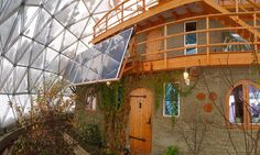 Family Thrives In The Arctic Circle By Building Cob House Inside A Solar Geodesic Dome Natural Building, Green Building, Building A House, House Inside, Tiny House, Eco Construction, Geodesic Dome Homes, Cob Houses, Hobbit Houses