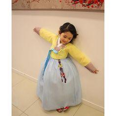 Korean trends I adore! Korean Traditional Dress, Traditional Dresses, Korean Fashion Trends, Asian Fashion, Dress Attire, Dress Outfits, Korea Dress, Modern Hanbok, Asian Babies