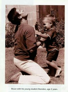 """Bruce Lee and Son Brandon Lee Proof that """"There's no Love like a Fatber's love for his only begotten son: Brandon Lee, Steven Seagal, Chuck Norris, Kung Fu, Bruce Lee Pictures, Bruce Lee Family, Bruce Lee Martial Arts, 17 Kpop, Bruce Lee Quotes"""