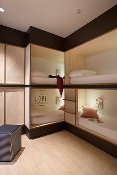bedroom inspirations for your small bedroom or tiny house Bunk Bed Rooms, Bunk Beds With Stairs, Bedrooms, Bedroom Girls, Trendy Bedroom, Hostel Barcelona, Dormitory Room, Built In Bunks, Hotel Room Design