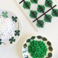 Leaf design hama beads by pysselkompisarna